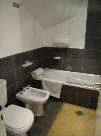 Gurda Tango Boutique Hotel: Bathroom