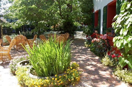 Quattro Fontane Hotel: One area of the gardens