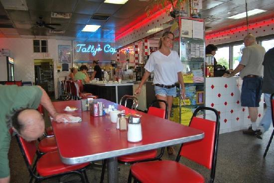 Tally's Good Food Cafe: la nostra gentilissima cameriera