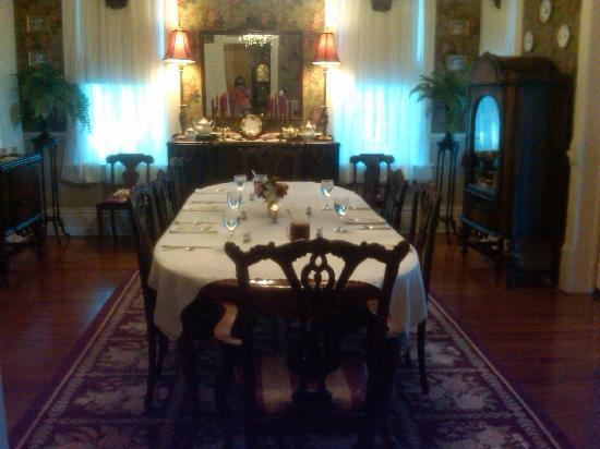 Chipley Murrah Bed & Breakfast: Ready for that wonderful breakfast!