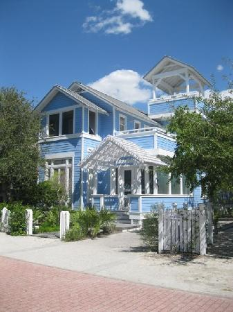 Soundside Holiday Beach Resort: One of the many adorable houses in Seaside, FL