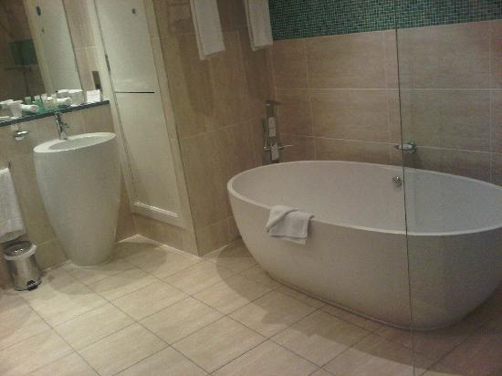 Luxury Bathrooms Dublin luxury bathroom - picture of crowne plaza dublin - blanchardstown