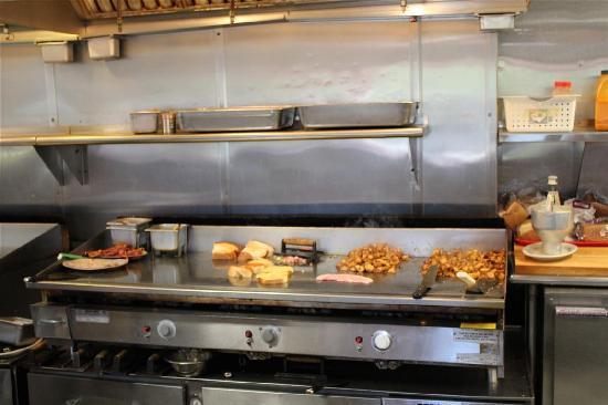 """Dartmouth, MA: La cucina """"a vista"""""""
