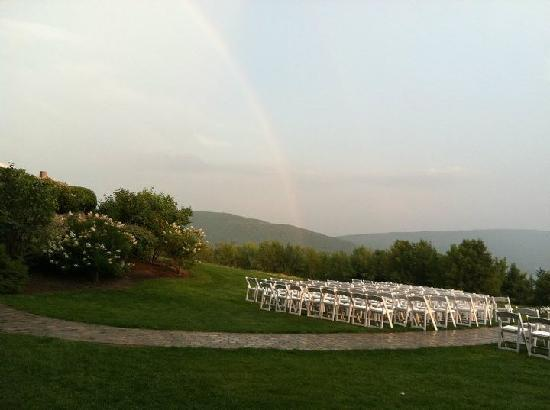 Bristol Harbour Lodge & Golf Club: Rainbow after the storm