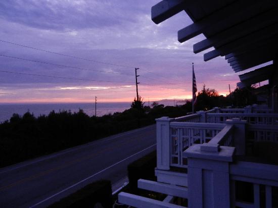 Inn On Summerhill: Sunset from our balcony