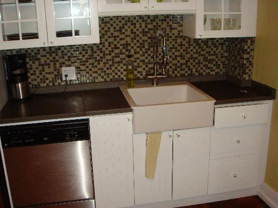Bungalows 313: Kitchen