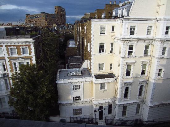 เบส2สเตย์เคนซิงตัน: View of neighborhood