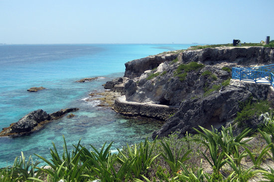 Isla Mujeres, Meksika: trail along the side of the cliff