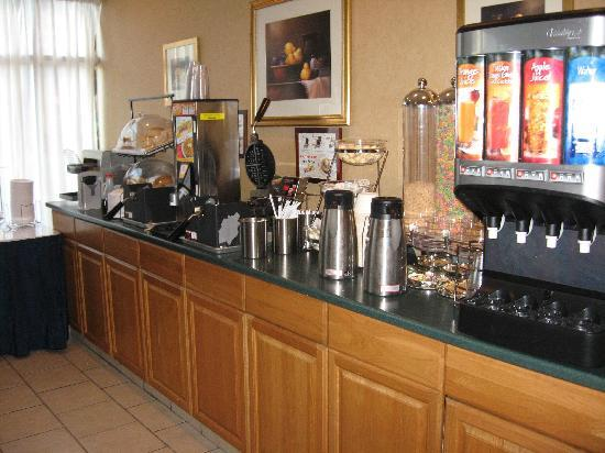 BEST WESTERN PLUS Suites Downtown: buffet du petit déjeuner