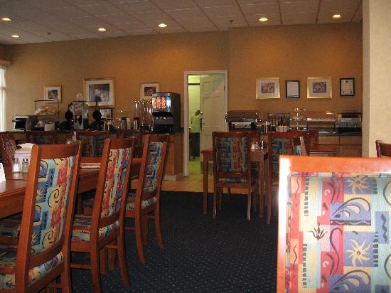 Best Western Plus Suites Downtown: salle du petit déjeuner