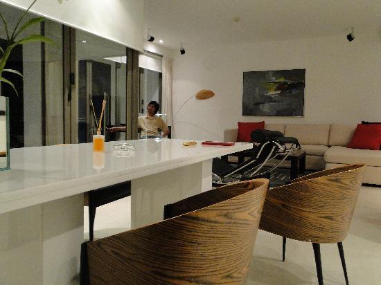 โรงแรมบีวายดี ลอฟท์ บูทีค แอนด์ เซอวิสอพาร์ตเมนท์: living room