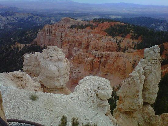Bryce Canyon National Park: Bryce Canyon and its hoodoos - photo by Jan Norris