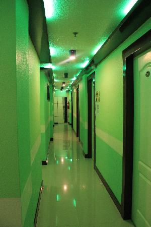 Greenstate Suites: alley