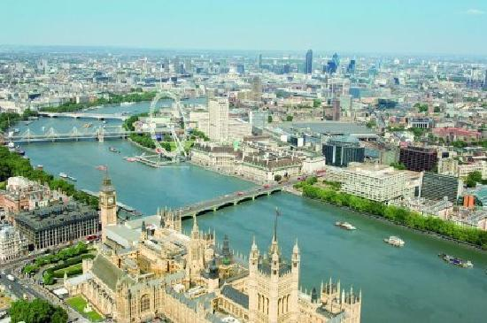 Park Plaza Westminster Bridge London: Walk to anything or grab a boat on the Thames!