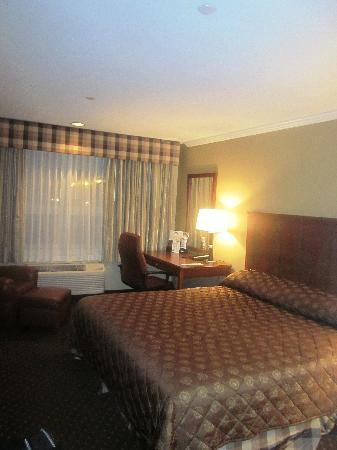Anchorage Inns & Suites: king room, 3rd floor