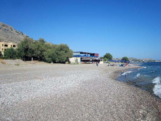 Flora Beach Hotel Studios: The beach near the hotel
