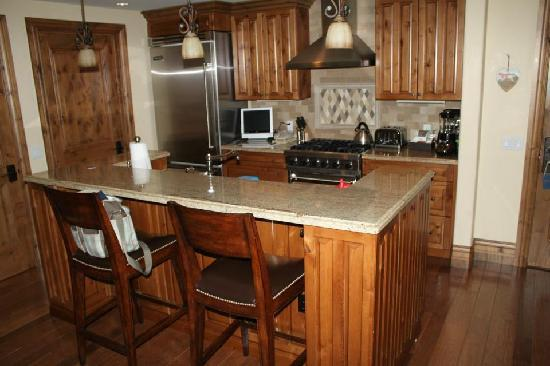 Arrabelle at Vail Square, A RockResort: Kitchen with Viking appliances