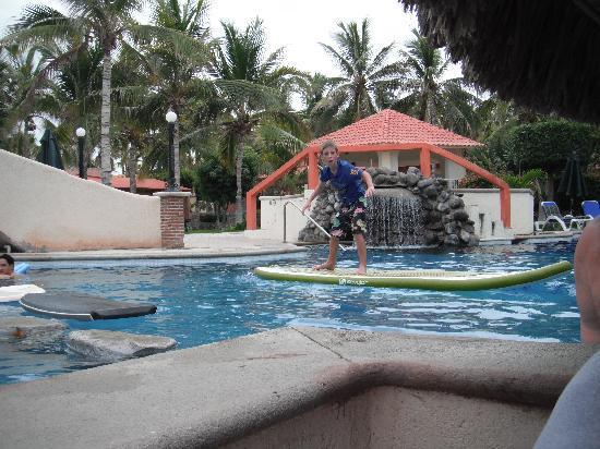 Hotel Buena Vista Beach Resort: Playing in the Pool