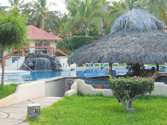 Hotel Buena Vista Beach Resort: Pool & Palapa bar