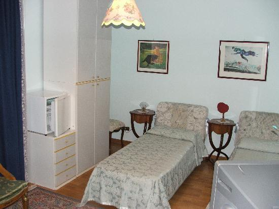 Anna Maria Guesthouse B&B: our room with 2 beds