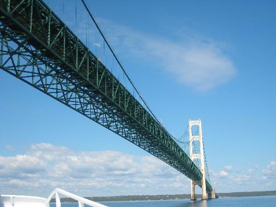 Shepler's Lighthouse Cruises : Approaching Mackinaw Bridge