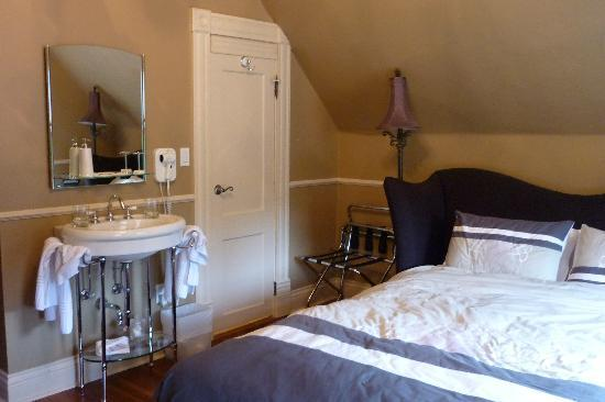 Ambrosia Historic Bed & Breakfast Retreat: Persephone/Prospect Suite