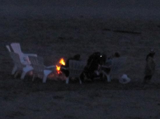 Surfsand Resort: bonfire on the beach!