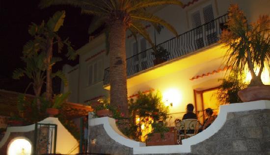 Hotel Villa Sirena: HOTEL_VILLA SIRENA_CASAMICCIOLA TERME_EVA KOTTROVA_ (640x368)