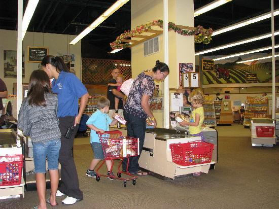 The Strong National Museum of Play: Kids go grocery shopping