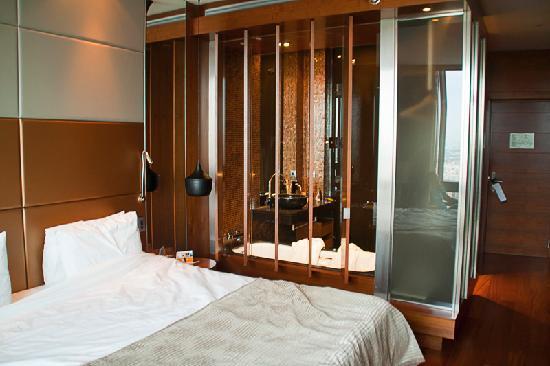 โรงแรมยูโรสตาร์ส มาดริดทาวเวอร์: View of the room with bathroom.
