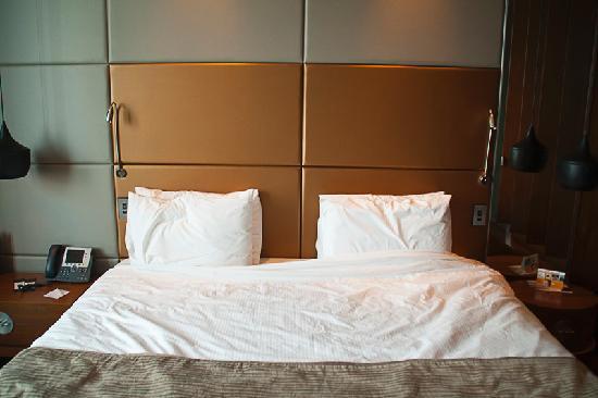 โรงแรมยูโรสตาร์ส มาดริดทาวเวอร์: Comfortable bed.