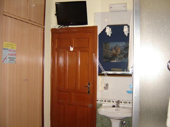 Pension Jaen : quarto agradável com duche privado