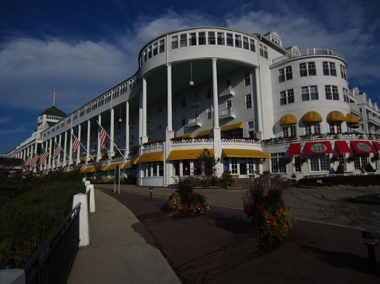 The Grand Hotel Luncheon Buffet : The Grand Hotel