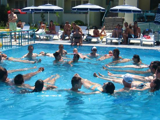 Luana Hotels Santa Maria: Aquagym (every morning)