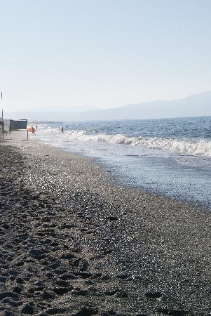Melina Beach Hotel: endeløs strand!