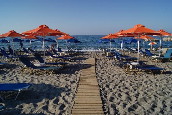 Melina Beach Hotel: ned til vannet!