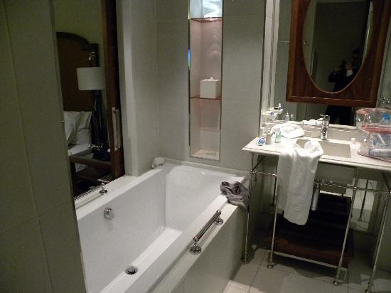 Southern Sun Montecasino: Bathroom