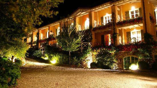 Park Hotel Villa Belvedere: hotel by night