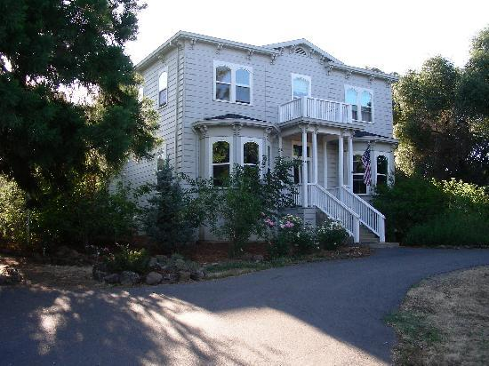 Yosemite Rose Bed & Breakfast: Beautiful home & friendly family.