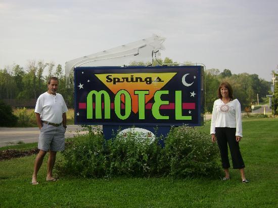 The Springs Motel : Motel sign