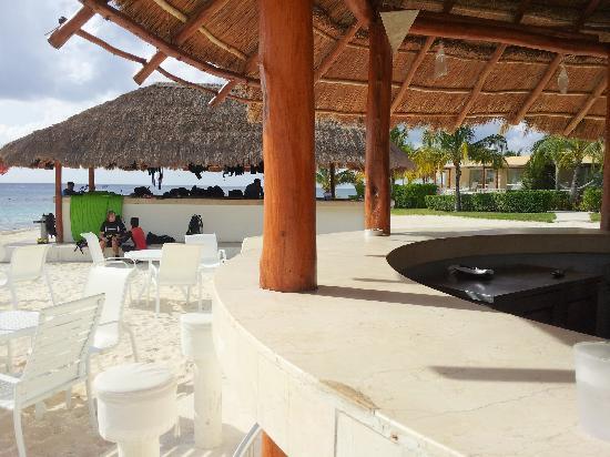 Presidente Inter-Continental Cozumel Resort & Spa: beach bar and dive shop