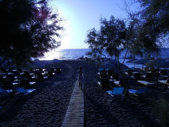 Okeanis Beach Hotel: spiaggia poco dopo l'alba