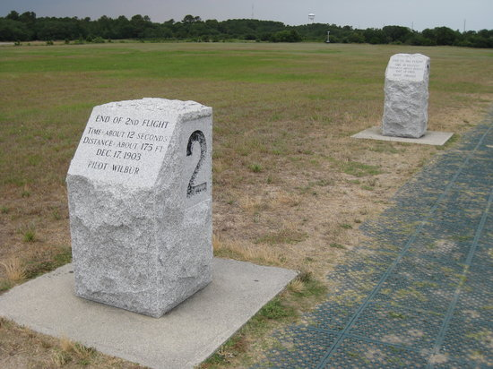 Wright Brothers National Memorial : Markers for each flight