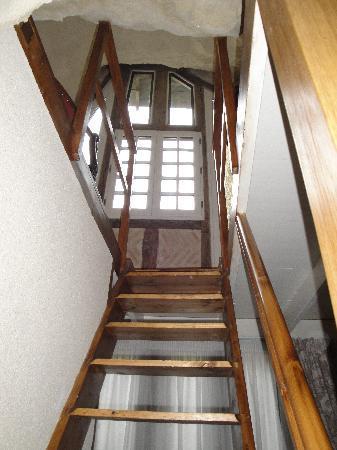 Demeure de la Vignole: L'escalier pour accéder au Bureau