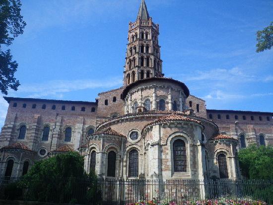 Basilique Saint-Sernin: St Sernin outside view