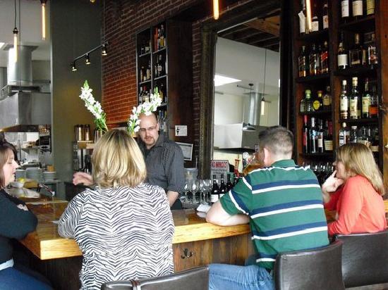 Decarli: Bar during happy hour