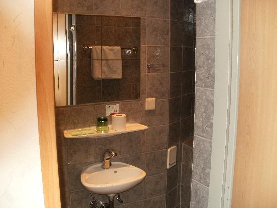 Hotel Praterstern: The bathroom