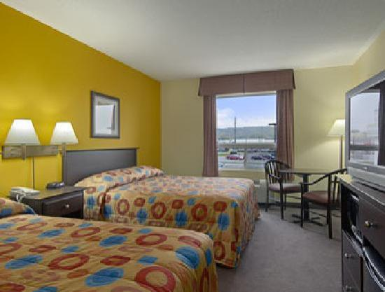 Super 8 Midland: Traditional Two Queen Room