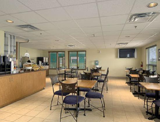 Super 8 Midland: Breakfast Area