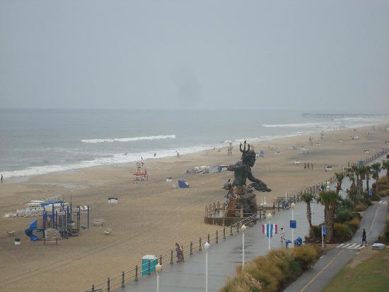 Hampton Inn Virginia Beach Oceanfront North View Of Neptune S Park From The Room Balcony